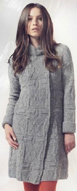 Двубортное пальто теневым узором и воротником-стойкой