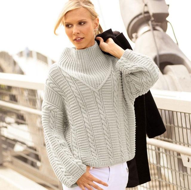 Модный свитер оверсайз с широким V-образным воротником-галстуком