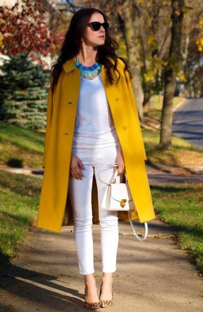 Стильные образы с пальто желтого цвета