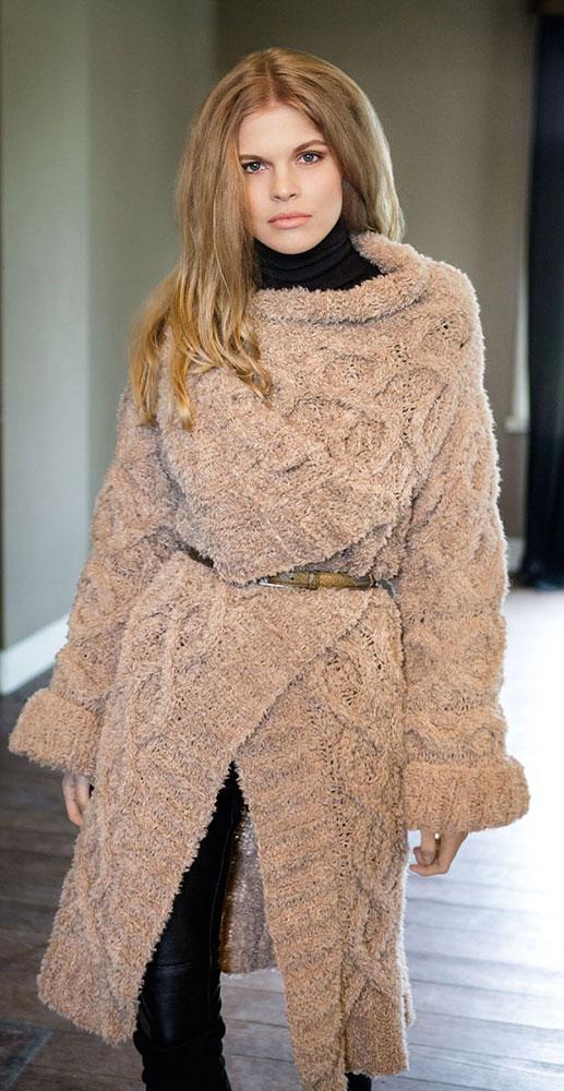 Женское пальто с ромбами и косами из мериносовой и верблюжьей шерсти