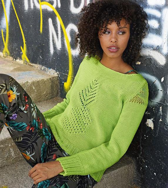 Весенний пуловер для девушек с ажурными вставками
