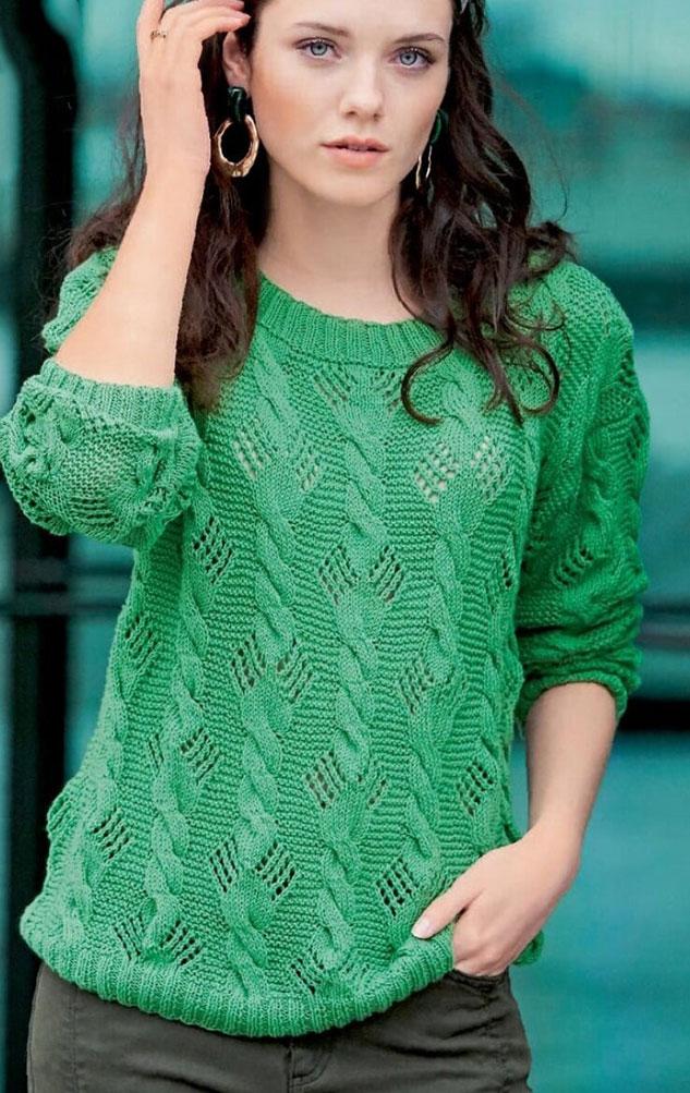Классический пуловер ажурным узором из кос на тонких спицах